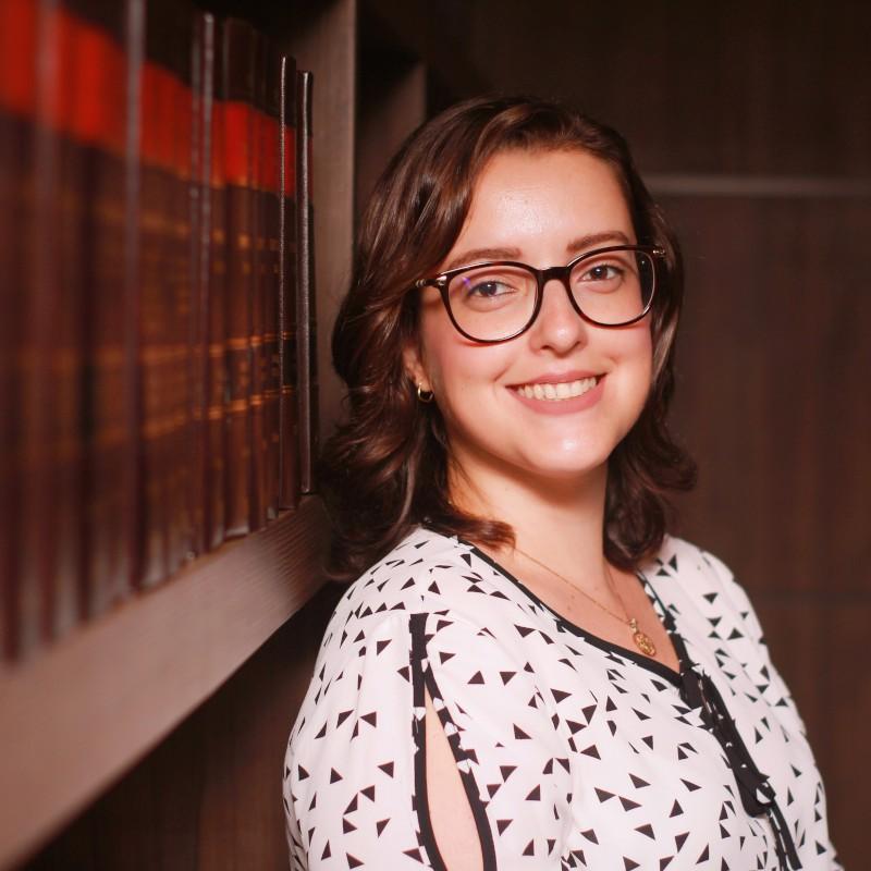 Camila Henriques | Especialista em Leilão de Imóveis